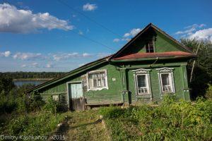 Деревянный зеленый дом. Город Горбатов