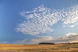 Вечерний пейзаж с красивыми облаками