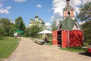 Главная аллея Горицкого монастыря.