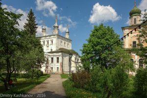 Вид на Всехсвятскую церковь