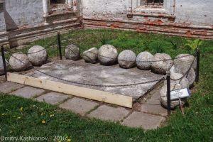 Каменные ядра башенных орудий