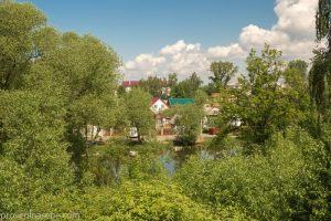 Домики местных жителей. Фото с земляного вала. Переславль-Залесский. Фото