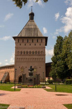 Главная башня. Вход в монастырь