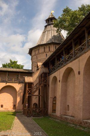 Деревянная лестница для подъема на стену монастыря