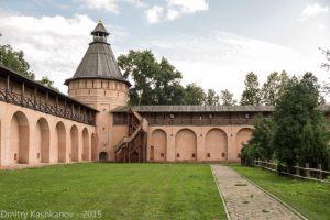 Стены и башни Спасо-Ефимьева монастыря