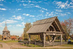 Колодец с колесом. Суздаль. Музей деревянного зодчества