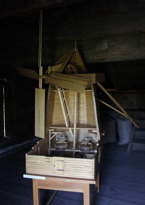 макет ветряной мельницы