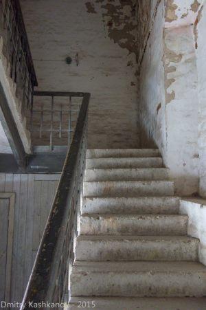 эти первые лестницы довольно крутые, дальше будет проще