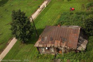 Деревянный дом на территории Ризоположенского монастыря