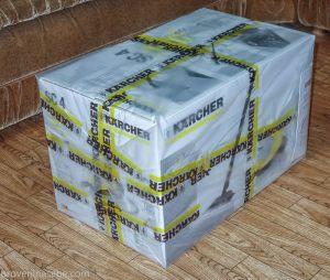 Коробка с пароочистителем Karcher, доставленная курьером Pony Express