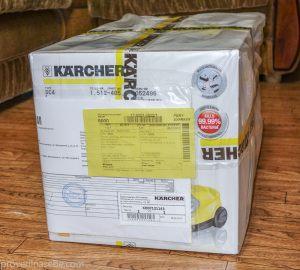 Коробка с пароочистителем Karcher. Упакована в полиэтилен