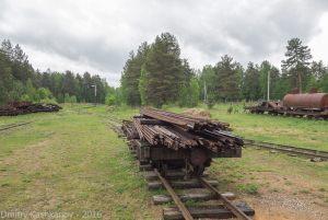 Музей паровозов в Переславле-Залесском. Платформа со старыми рельсами