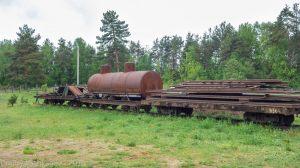 Музей паровозов в Переславле-Залесском. Старые вагоны на путях