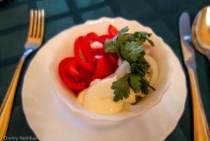 Салатик из помидор и огурцов. Гостиница Болдино