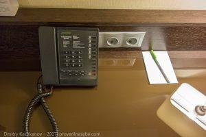 Телефон на рабочем столе. Отель Кортъярд в Нижнем Новгороде