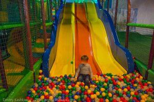 Joki Joya. Аттракцион Горка и бассейн с шариками
