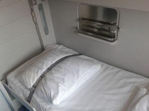 Кровать в купе поезда Стриж