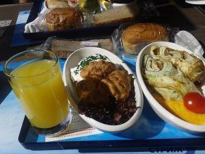 Вагон-ресторан в поезде Стриж. Завтрак