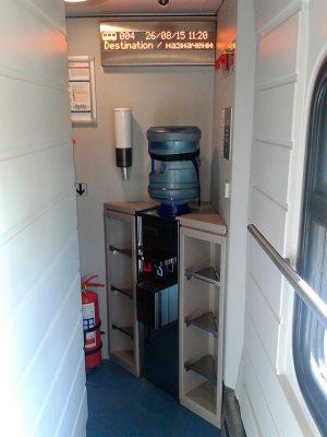 Бесплатная питьевая вода и стаканчики для пассажиров