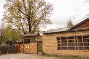 Вход в музей Деревянного зодчества на Щелковском хуторе. Осень
