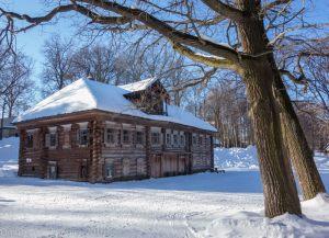 Дом Павловой - вид с деревьями. Зимнее фото