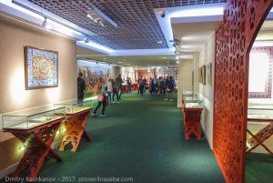 Залы музея. Памятный знак. Экскурсия из Казани в Болгар