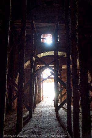 Покровский собор Абабковского монастыря. Деревянные леса внутри собора