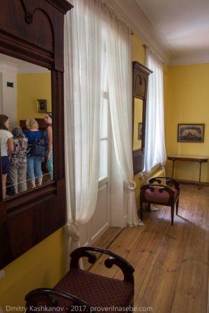 Господский дом. Зеркала и банкетки. Мебель XIX века