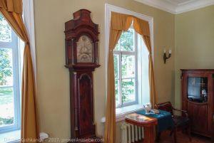 Часы в кабинете Пушкина