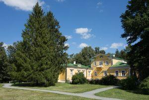 Вид на господский дом из парка. Усадьба Болдино