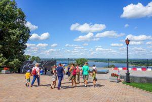 экскурсия подходит к смотровой площадке Нижегородского кремля