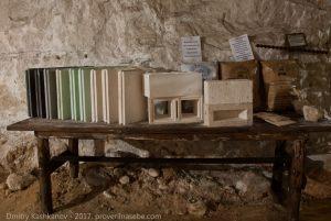 Зал изделий из гипса. Подземный музей Пешелань.