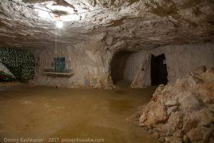 Отвес - нужный инструмент для слежения за состоянием шахты