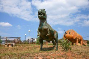 Пешенань. Зоопарк. Фигуры динозавра