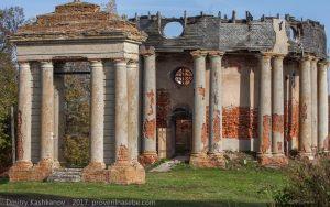 Подвязье. Разрушенная церковь и открытая звонница