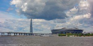 Стадион Санкт-Петербург и здание Лахта-центра. Достопримечательности Санкт-Петербурга с воды