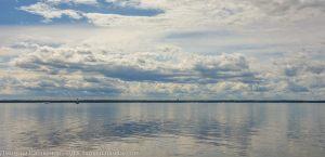 Фото Финского залива. Спокойная вода и облака