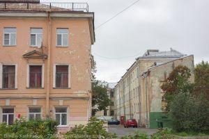 Кронштадт. Старые здания на улице Макаровской