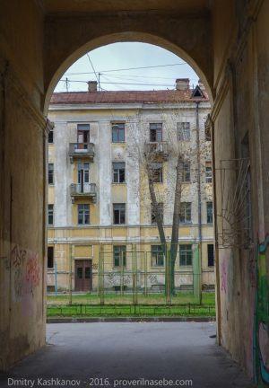 Кронштадт. Улица Красная. В арке
