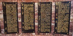Мемориальные доски с именами моряков. Никольский Морской собор в Кронштадте. Фото