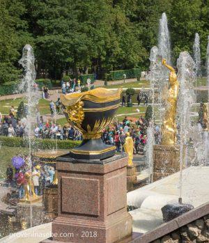 Петергоф. Статуи большого каскада