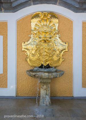 Пристенный фонтан. Петергоф