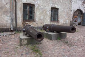 Выборгский замок. Внутренний двор. Пушки