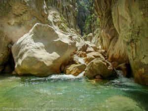 Дорога к водопаду в каньоне Гейнюк. Фото